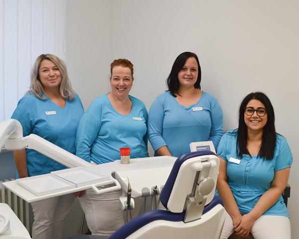Die Prophylaxehelferinnen unserer Zahnarztpraxis